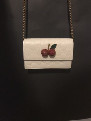 Gucci cherry clutch DAMAGED for Sale in Houston, TX