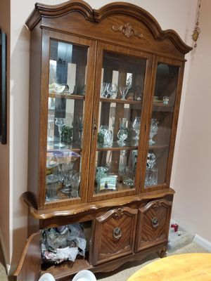 Broyhill China cabinet w/ hutch (China avail too) for Sale in Centreville, VA
