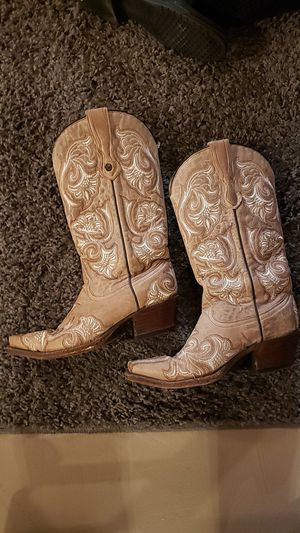 Coral size 7 cowboy boots for Sale in Beaver Dam, WI