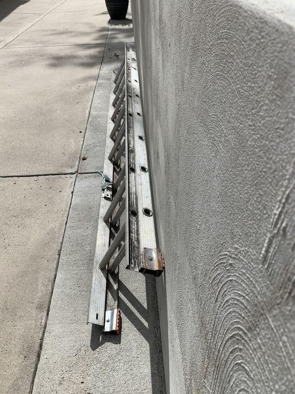 10 foot long aluminum ladder extends to 20 feet long
