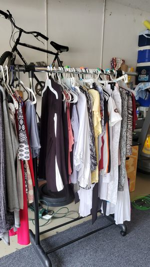 40 pieces of women's clothing for Sale in Fort Lauderdale, FL