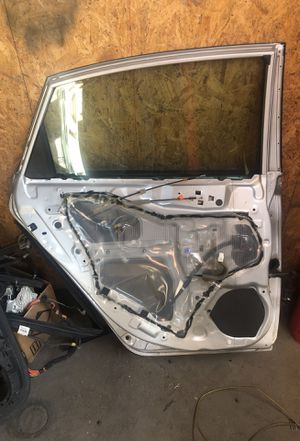 2014 Jeep driver front door glass and parts for Sale in Arvada, CO