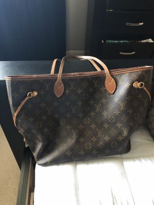 Medium sized Louis Vuitton bag , great condition! for Sale in Las Vegas, NV