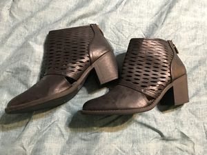 Boutique booties with heel size 10 for Sale in Odessa, TX