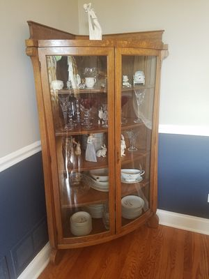 Antique Oak Corner Curio with curved glass and doors for Sale in Mokena, IL