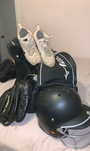 Softball bundle for Sale in Bedford, TX
