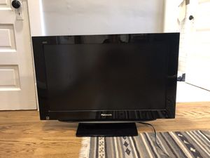 Panasonic Viera 32 inch 720P LCD TV for Sale in Chicago, IL