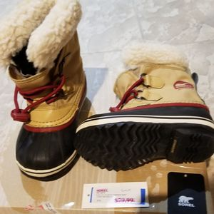 Sorel Waterproof Snow boots Toddler SIZE 11 for Sale in Manalapan Township, NJ