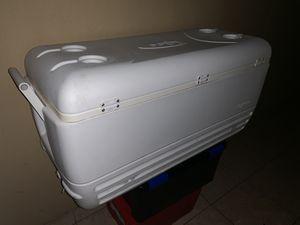 Cooler for Sale in Hialeah, FL