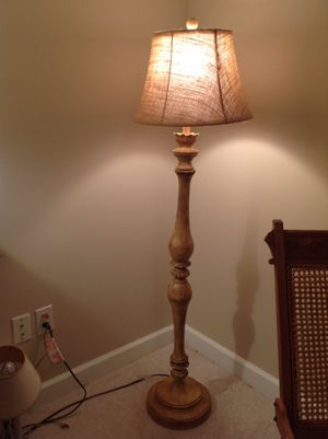 Gorgeous floor lamp for Sale in Tremont, IL