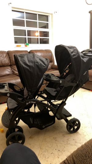 Babytrend double stroller $150 for Sale in Miami, FL