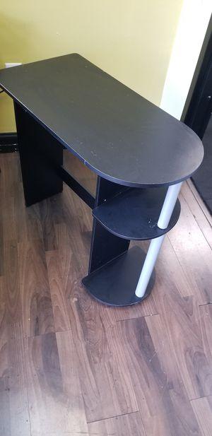 1 small desk,,space saver for Sale in Miami, FL