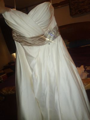 Wedding dresses for Sale in Highlands, TX