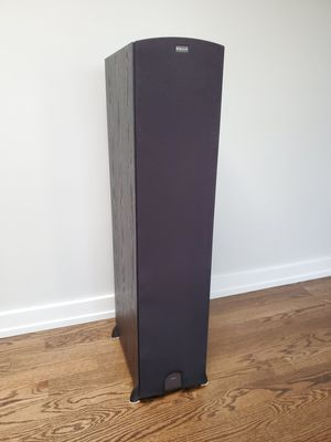 A pair (2) Klipsch Tower Speakers for Sale in Willowbrook, IL