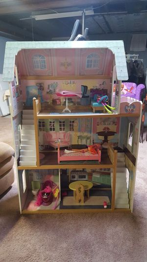 Doll house w assesories for Sale in Derby, CT