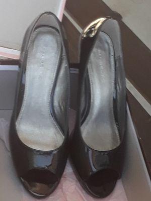 Zapatillas charol negro. Seminuevos. Size 8.5. para mujer . Tacón 3 pulgadas. PRECIO FIRME for Sale in Bloomington, CA