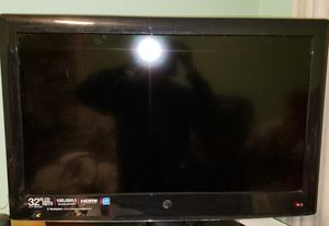 """TV 32"""" LCD HDTV for Sale in Gaithersburg, MD"""