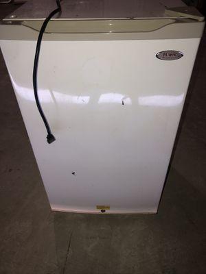 Mini fridge white for Sale in Houston, TX
