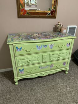French provincial three drawer dresser for Sale in Tacoma,  WA