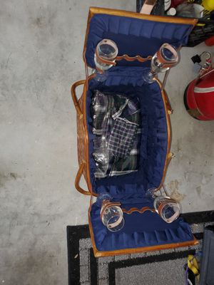 picnic basket for Sale in Saint Petersburg, FL