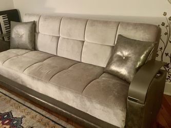 Contemporary And Elegant Pull Out Sofa (Size Full) for Sale in Philadelphia,  PA