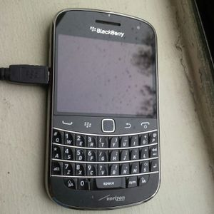 Blackberry bold 9930 verizon unlocked in good condition some scratches and scuffs Refurbished speaker grill rack missed but doesn't effect. for Sale in Los Angeles, CA