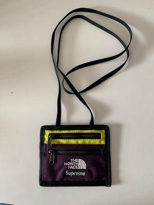Supreme/ North face wallet for Sale in Miami, FL