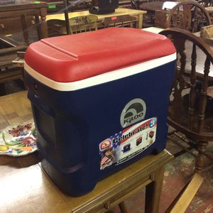 Igloo Blue and Red Cooler for Sale in Bellingham, MA