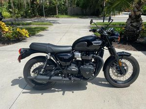 2018 Triumph Bonneville T100 Black only 555 miles $7350 for Sale in Tampa, FL