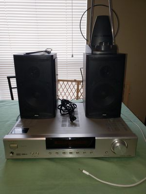 Onkyo receiver w speakers for Sale in Humble, TX