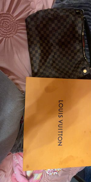 Louis Vuitton Checker bag for Sale in Los Angeles, CA