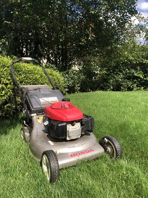 FS: Honda HRR 216 Self Propelled Lawn Mower for Sale in Puyallup, WA