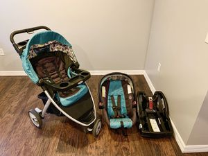 Graco Snugride 30 click connect car seat, base, and stroller for Sale in Dunnellon, FL