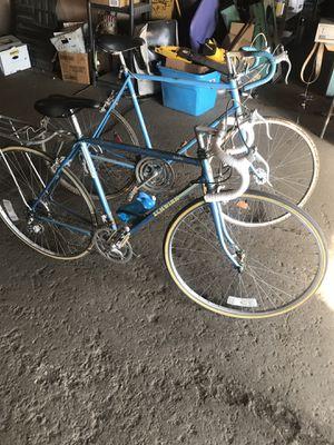 Lot of 2 Vintage Schwinn Bikes Traveler Continental for Sale in Cleveland, OH