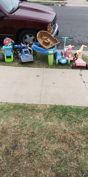 Free Kids toys for Sale in Compton, CA
