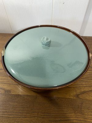 Vintage USA pottery casserole dish for Sale in Cashmere, WA