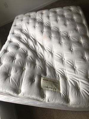 Beautycrest Queen Mattress and box for Sale in Shelton, CT