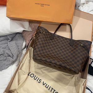 Authentic Louis Vuitton Neverfull MM bag for Sale in Commerce, CA