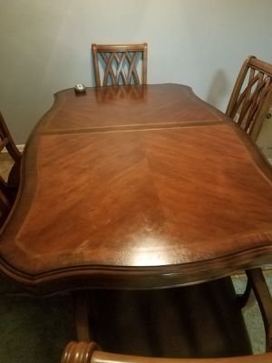 Dining room table and matching hutch for Sale in Allentown, PA