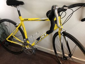 Giant Road Bike (size Med) for Sale in Port Orchard, WA