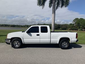 CHEVY SILVERADO 1500, EXT CAB, 4DRS, REAR SEAT, PICK UP TRUCK for Sale in Boca Raton, FL
