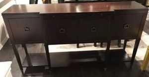 Michael Weiss Vanguard Furniture Buffet EXCELLENT Condition for Sale in Issaquah, WA