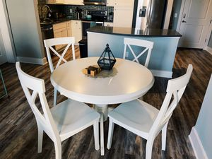 Round Table | Kitchen Table | Round Dinning Table | White Table | Almost New | Clean | Classy | Fancy for Sale in Tampa, FL