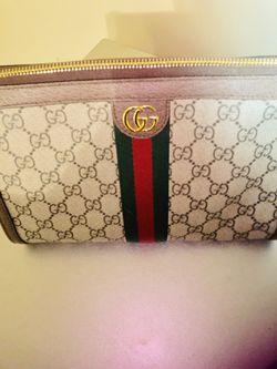 Gucci purse/cosmetic bag for Sale in Murfreesboro,  TN