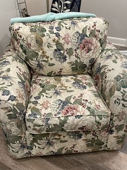 Chair N Ottoman for Sale in Valley City,  OH