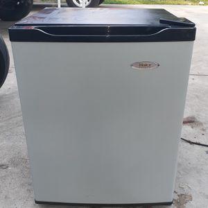 Haier Mini fridge for Sale in Fresno, CA