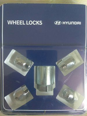 WHEEL LOCKS HYUNDAY for Sale in Tampa, FL
