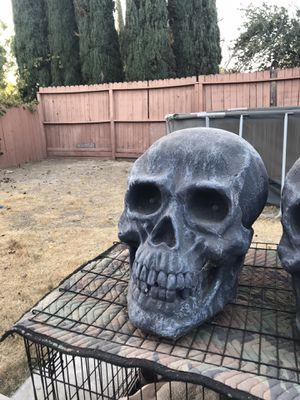 Laughing red eyes light up skull for Sale in McClellan Park, CA