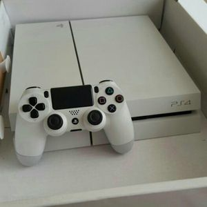 White PS4, 1 controller, a couple of games for Sale in Pittsburgh, PA