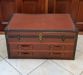 Coffee Table Storage Trunk for Sale in Fort Lauderdale,  FL